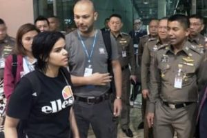 Rahaf al-Qunun: Saudi woman 'given refugee status'