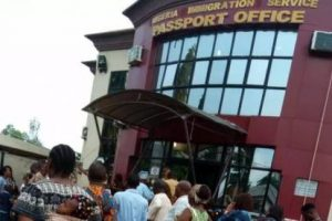 VIDEO: Immigration Officials Exposed Demanding Bribes For Passport In Port Harcourt