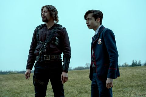 the umbrella academy l to r david castaÑeda as diego hargreeves and aidan gallagher as number five in episode 210 of the umbrella academy cr christos kalohoridisnetflix © 2020
